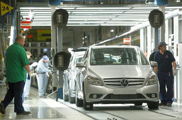 Das Hochfahren der Produktion im Mercedes-Werk in Kecskemét könnte der Rezession ein Ende setzen.