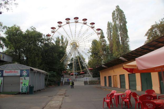 Herbst im Vergnügungspark: Viele Teile geben ein eher trauriges Bild ab, dennoch ist der am 30. September für immer schließende Park (ung.: Budapesti Vidámpark) einen Abschiedsbesuch wert.