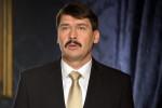 Staatspräsident Áder lässt im April wählen.