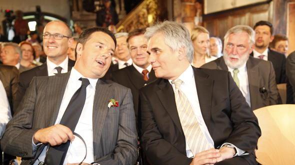 """Wer geglaubt hätte, dass Renzi (l.) und/oder Faymann jenseits von """"Friede, Freude, Eierkuchen"""" auch nur ein Wort mehr als die gängigen, zum Tagungsmotto passenden Stereotypen verlieren würden, sah sich getäuscht."""