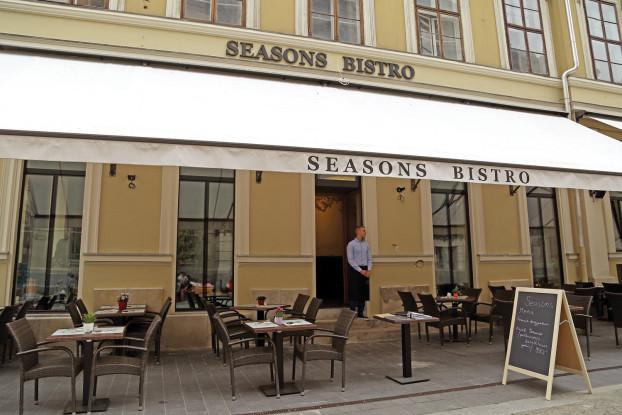 39-41_SeasonsBistro-HN (1)