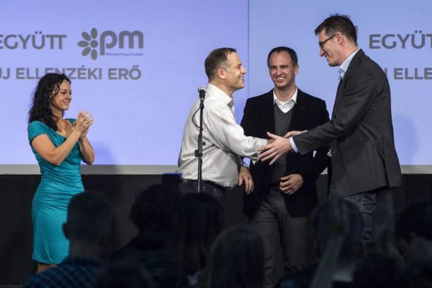 Gergely Karácsony (re.) und Viktor Szigetvári (daneben) saßen bei den Kommunalwahlen am 12. Oktober noch in einem Boot. MTI: Zsolt Szigetváry