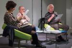 Über die Aktualität des Holocaust unterhielten sich die Schriftsteller  Katja Petrowskaja und Zoltán Halasi mit Moderator Imre Kurti. (Fotos: Goethe-Institut)