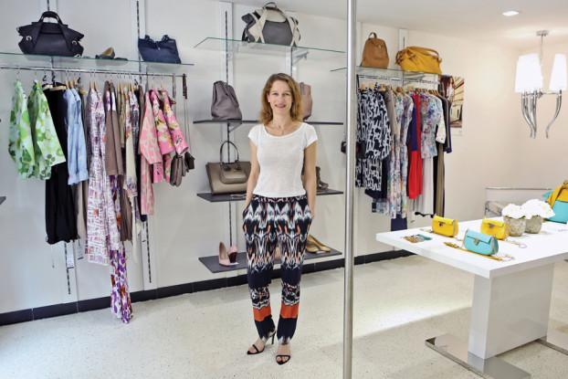 Die Designerin Enikő Horn kreiert für ihr Label ENIHORN Mode für aktive Frauen, die auch im stressigen Alltag nicht auf Stil und Bequemlichkeit verzichten wollen.(BZT-Fotos: Nóra Halász)