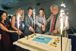 Zum Geburtstag gab es natürlich auch einen Kuchen, den Olaf Köndgen gemeinsam mit Repräsentanten des Europarates und der ungarischen Regierung anschnitt. (BZT-Fotos: Nóra Halász)