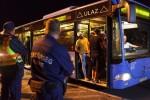 Kroatischer Bus mit Einwanderern am Freitag an der ungarisch-kroatischen Grenze: Dank der Kapitulation Kroatiens kann sich die Bundesrepublik Behörden kann