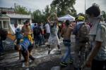 Illegális bevándorlás - Könnygázt és vízágyút is bevete