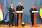 Balog 4 ... kann Premier Viktor Orbán mit seiner Rede fortfahren. Jetzt wird Ministerpräsident Horst Seehofer direkt von Balog gedolmetscht.