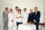 Die Vertreter des Lions Club Thomas Mann und der B.Braun Trading Kft. übergaben der nephrologischen Abteilung der Semmelweis-Kinderklinik die neue Infusionspumpe.